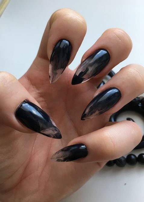 Fearless Combinations With Black Stiletto Nails