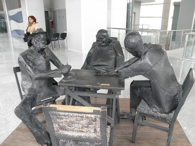 Jugadores de truco, escultura de Hugo Nantes Uruguai