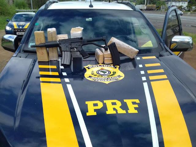PRF flagra tráfico de drogas e de armas em ônibus interestadual