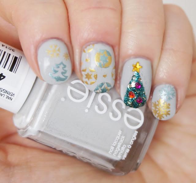 Weihnachtliches Nail Design mit Born Pretty, Essie - Go with the flowy, Christbaum, Nail Art, Stamping, Christmas, Grey, Glitter, Sterne, Schneeflocken, gold
