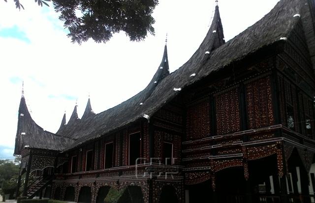 Mengenal Rumah Bagonjong Minangkabau Cendana News