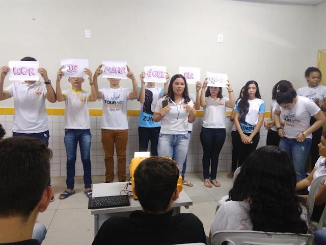 Alunos da Escola Valdemiro Pedro Viana apresentaram projeto em homenagem a mulher