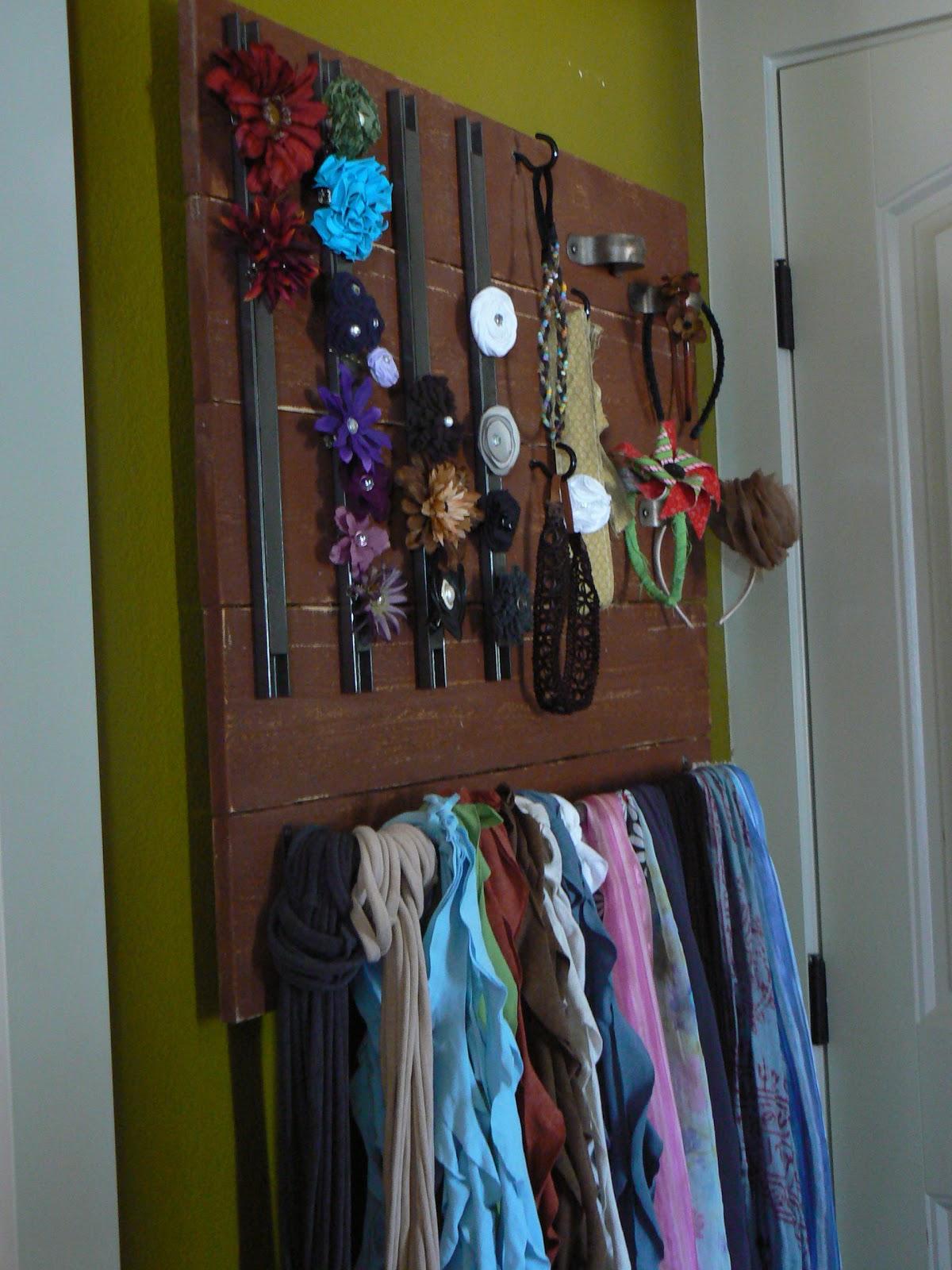 The Creative Homemaker Hair Accessory Wall Mount