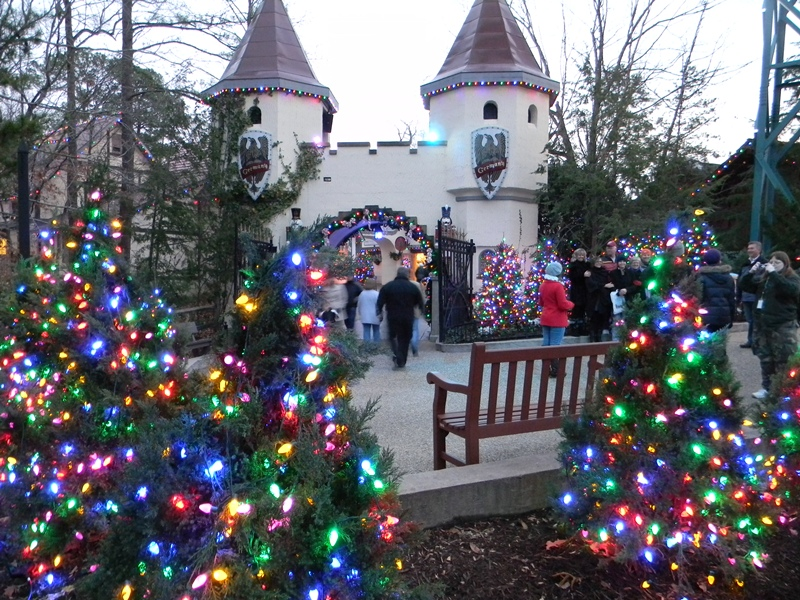 Swac girl the magic of 6 million lights at christmas town - Busch gardens christmas town rides ...