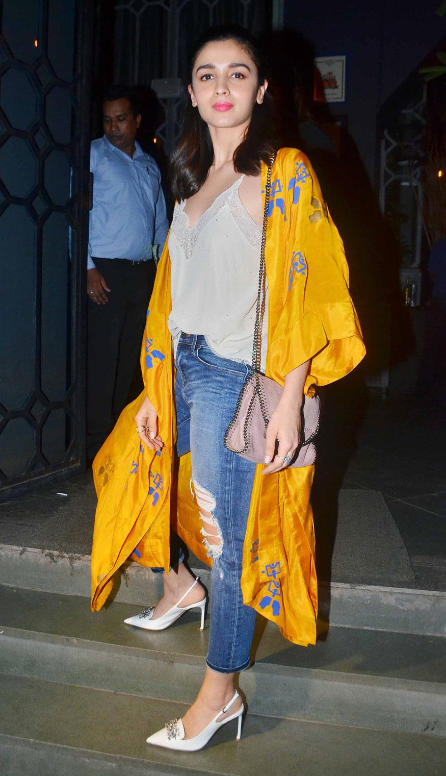 Alia Bhatt Arrives at Birthday Party of Imtiaz Ali at The Korner House In Mumbai