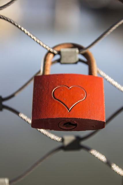 حكم عيد الحب،تحريم عيد الحب