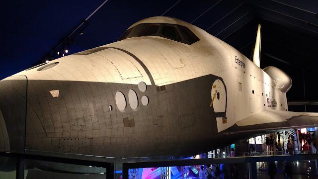Космічний шатл Ентерпрайз, Музей повітря, моря та космосу, Нью-Йорк (Enterprise space shuttle. Intrepid Sea, Air & Space Museum, NY)