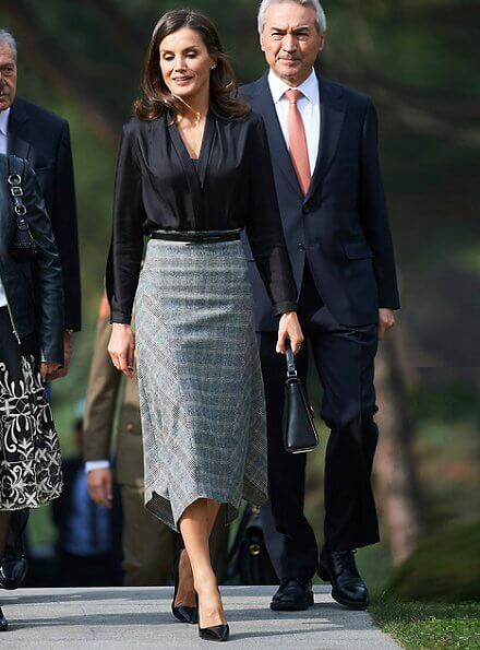 Queen Letizia wore a pointed-check wool skirt by Massimo Dutti and Prada leather pumps and she carried Hugo Boss leather bag