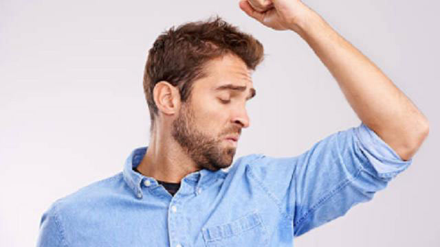Bau badan bisa terjadi pada siapa saja dan disebabkan oleh berbagai macam faktor.  Mulai dari faktor luar hingga dalam diri sendiri.