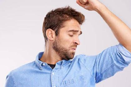 3 Tips Mudah Cegah Bau Badan pada Pria