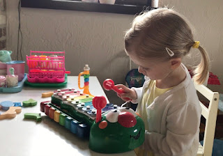Little Tikes Bug Tunes Rups Piano en Xylofoon | Speelgoed Reviews