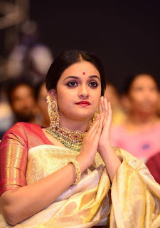 Keerthy Suresh in Saree with Cute and Lovely Expressions in Mahanati Audio Launch 5