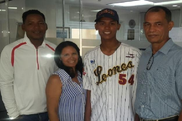 Leones anuncia firma de catcher prospecto Arquímedes Cumana