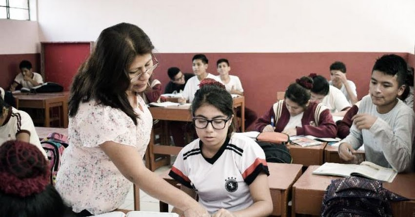 DRELM supervisó reinicio de clases en zonas afectadas por el incendio de Lima Norte - www.drelm.gob.pe