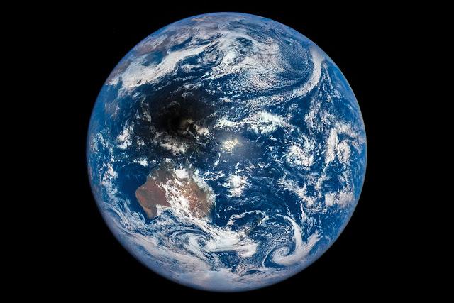 bayangan gerhana matahari total di Bumi