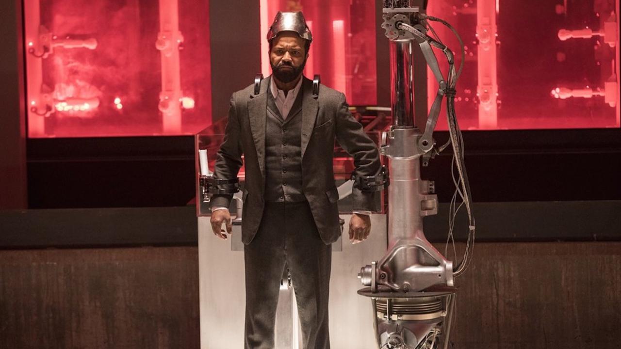 Fotografía de Bernard en el 2x06 de Westworld, Phase Space