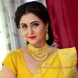 Swastika Mukherjee Biography, Husband, Son, Daughter, Father, Mother, Brother, Sister, Family Photos