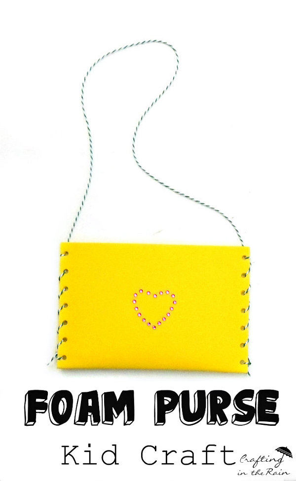 Make a purse with craft foam | www.craftingintherain.com