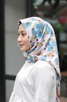 harga jilbab segiempat maxmara