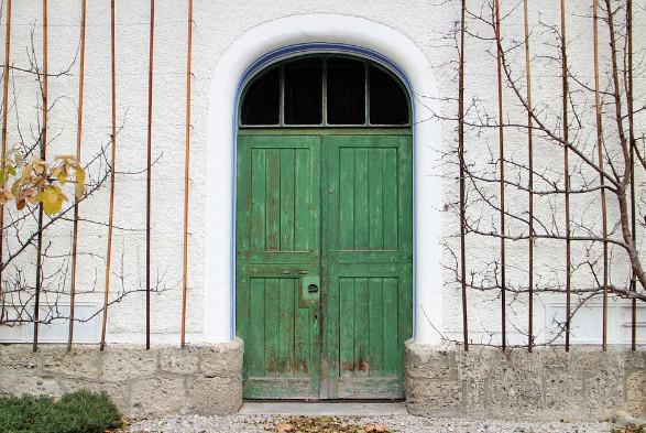 Mitos Jangan Duduk Didepan Pintu