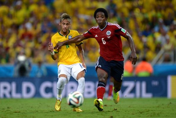 Carlos Sánchez y Neymar. Brasil vs Colombia. Todas las Sombras. Fuente: http://todaslassombras.blogspot.com/2016/10/de-yepes-carlitos-sanchez_46.html