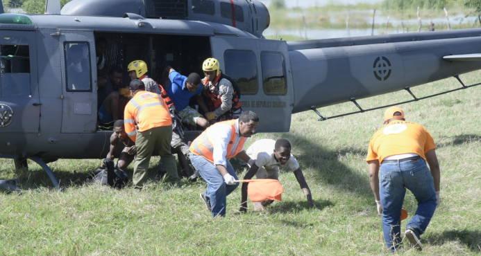 Recuperan cadáveres de haitianos arrastrados por río Yaque del Norte en Hatillo Palma