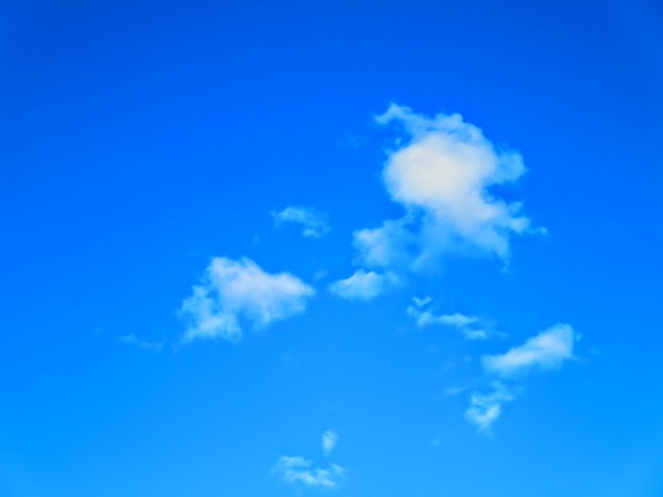 PauMau 40+ nelkytplus blogi taivas pilvet clouds sky sininen valkoinen blue white kesätaivas valokuvaus photography