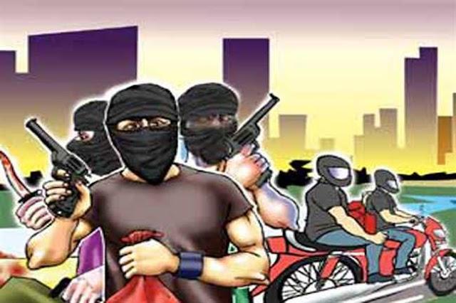 BREAKING (पत्रवार्ता ) :- 4 अज्ञात लुटेरों ने फैला दी दहशत,बीच सड़क में रोजगार सहायक से लूटपाट,बगीचा थाने में मामला दर्ज
