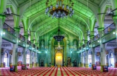Suasana dalam Masjid Sultan Singapura