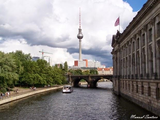Berlino, costeggiando il fiume Spree