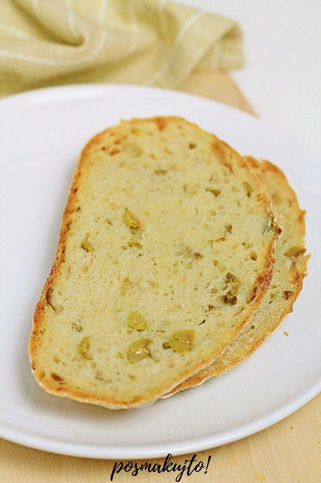 chleb-z-oliwkami-pieczony-w-garnku-zeliwnym