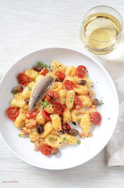 gnocchi-con-gallinella-pomodorini-confit-olive-taggiasche