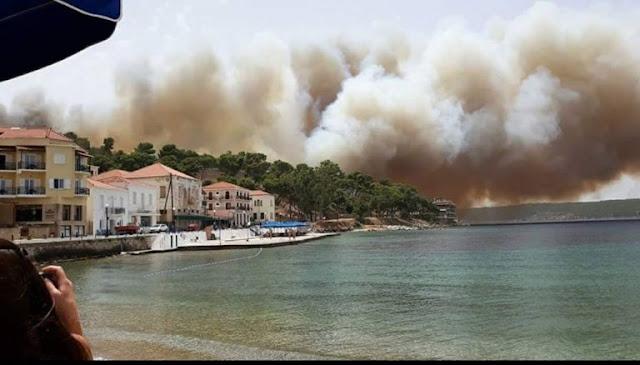 Μάχη των πυροσβεστών σε μεγάλη φωτιά στην Πύλο