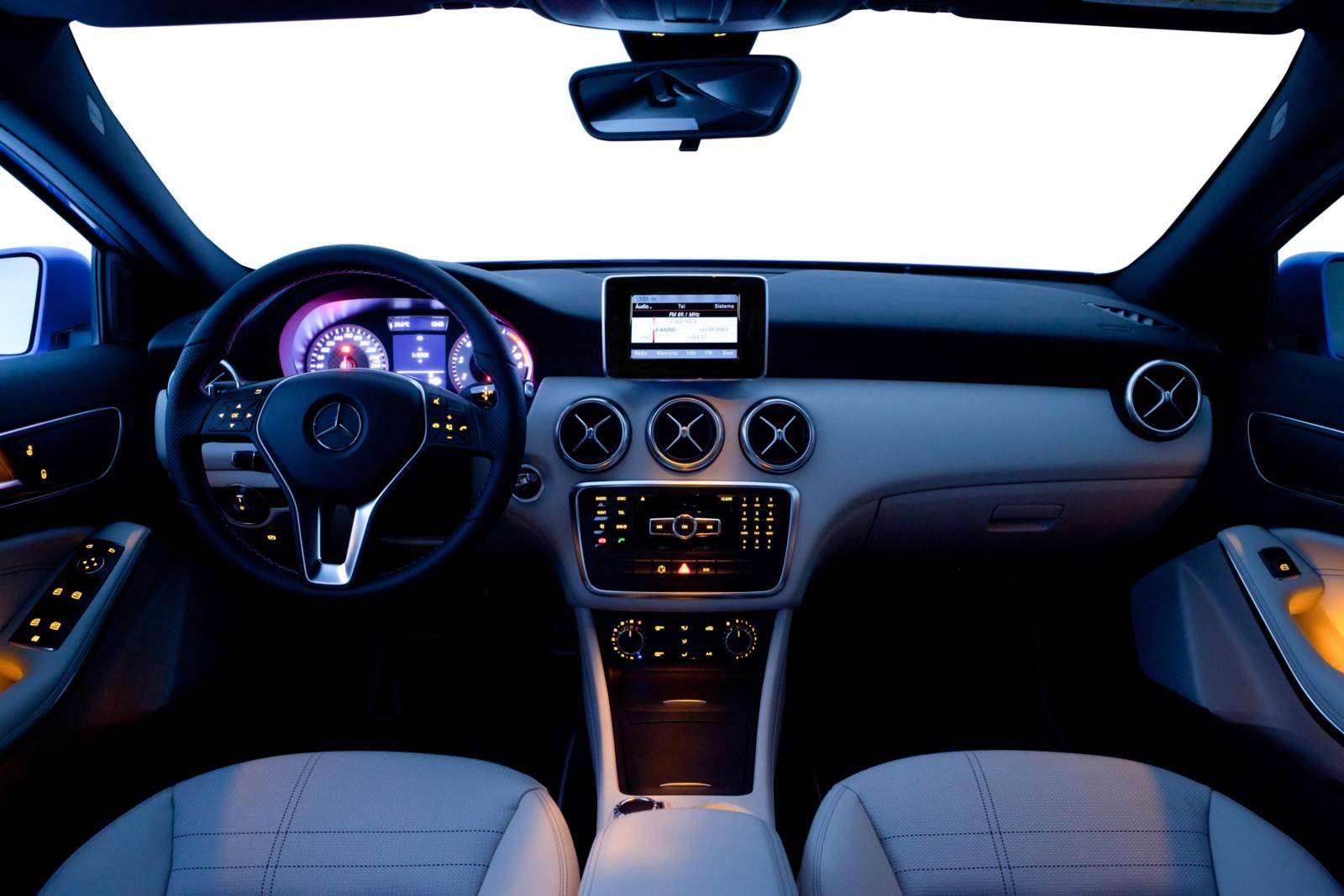 mercedes benz a200 luxo com pre o abaixo de r 100 mil car blog br. Black Bedroom Furniture Sets. Home Design Ideas