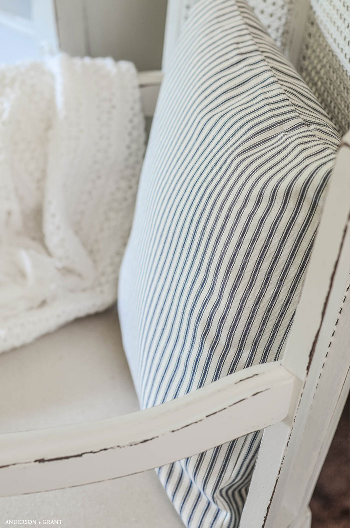 learn how to sew this simple envelope pillow #DIY #sewing #pillow #sewingbasics #andersonandgrant