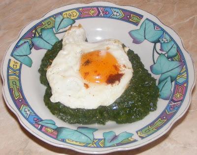 Mancare de urzici cu oua prajite reteta,