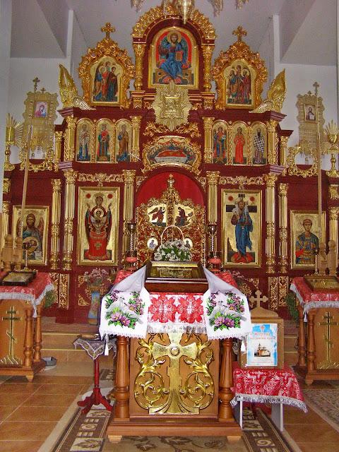 Іконостас храму святого великомученика Димитрія Солунського в селі Вишнів, поблизу Луцька