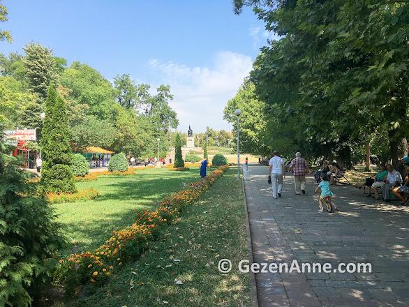 Kırcaali parkı yemyeşil, Bulgaristan