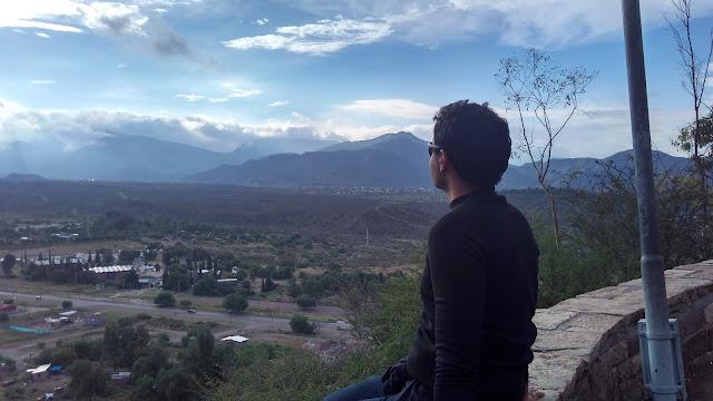 Do topo do Cerro de la Glória, visão da pré-cordilheira dos Andes.