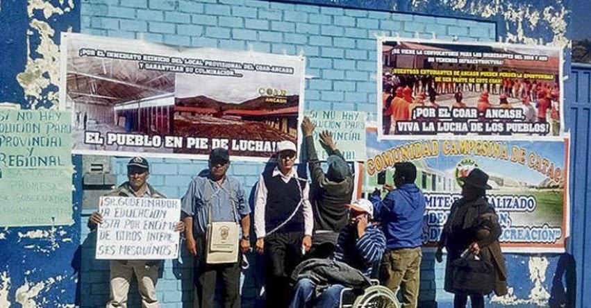 Autoridades de Áncash se encadenan y exigen terminar Colegio de Alto Rendimiento - COAR
