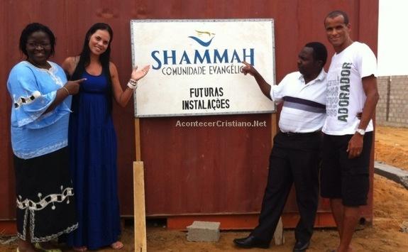 Rivaldo construye una iglesia en Angola