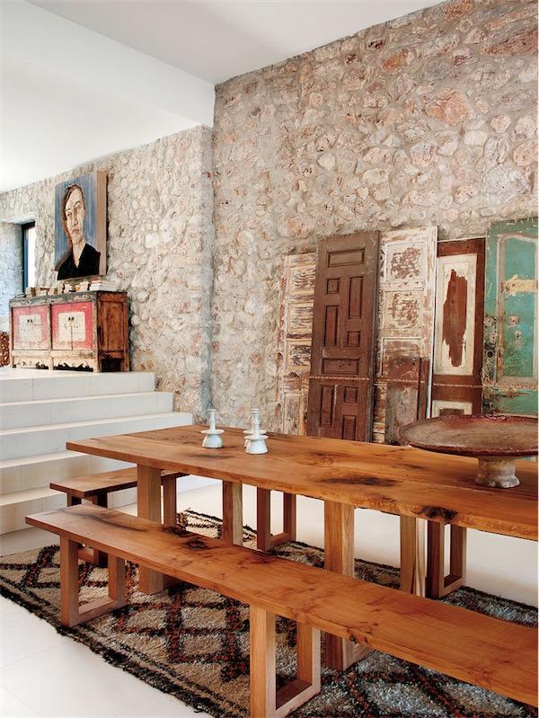 viejas puertas recuperadas decorando el comedor chicanddeco