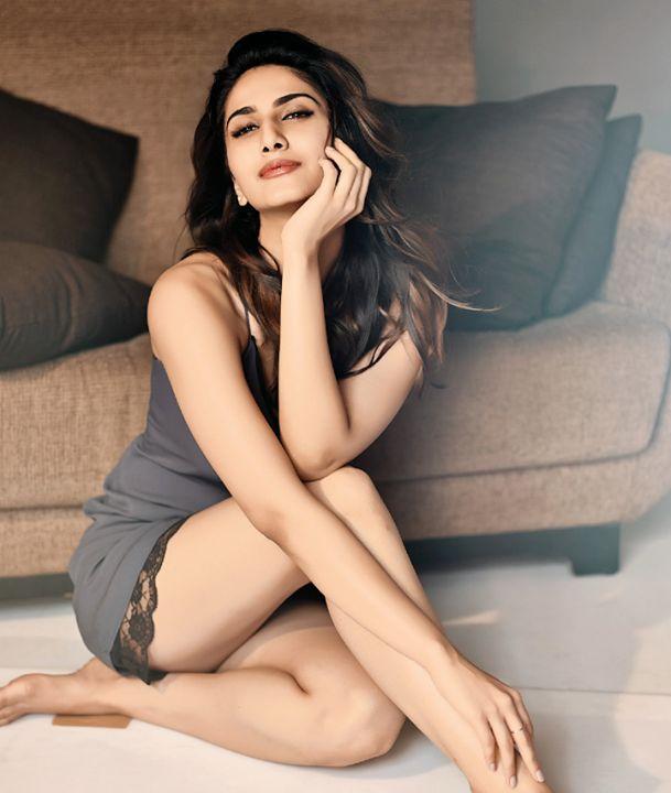 Vaani Kapoor sexy legs, Vaani Kapoor hot legs, Vaani Kapoor thunder thighs, Vaani Kapoor thighs pics, Vaani Kapoor hottest pics, Vaani Kapoor HD wallpaper