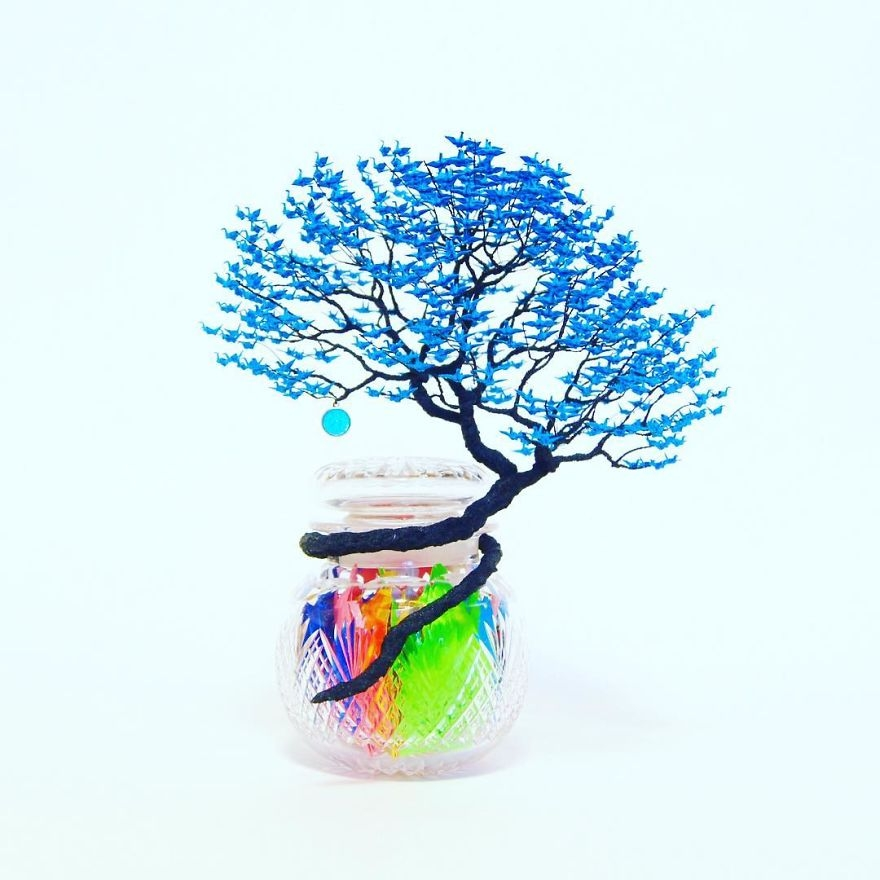 11-Naoki-Onogawa-Tiny-Miniature-Bonsai-Trees-and-Miniature-Origami-Leafs-www-designstack-co