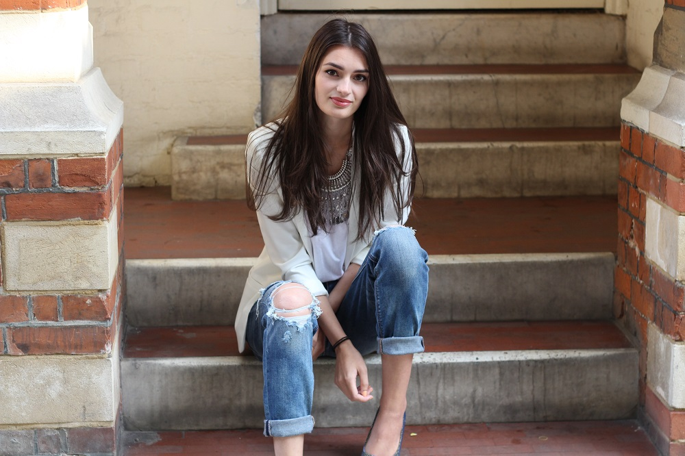 peexo fashion blogger wearing american eagle tomgirl jeans and deichmann collaboration with hanneli mustaparta
