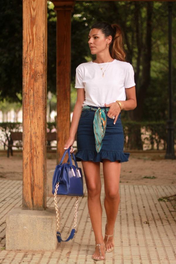 denim skit, falda vaquera, look diario, estilo clasico