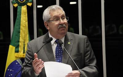 Compromisso de Temer em reforma não é confiável, diz sindicalista ao sair do PMDB