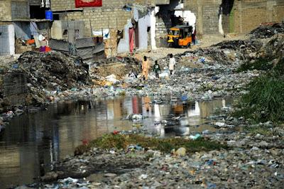 Au Pakistan, la mégapole Karachi débordée par ses ordures dans - ECLAIRAGE - REFLEXION a5