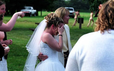 witzige Bilder - lustige Hochzeitsfotos mit nackten Tatsachen