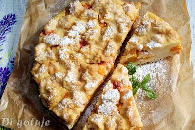 Orkiszowe ciasto z budyniem, kaszą manną i nektarynkami (jak sernik)
